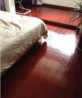 荣登实木地板质量真滴不错,做工相当精细,比我预想的好多了,物有所值。