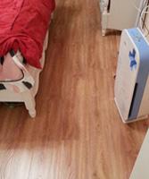 终于安装完了,很漂亮,荣登实木地板真不错,颜色比较亮,脚感也比较舒服,满意。