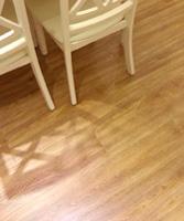 荣登纯天然实木地板是等装好了才评价的,和实体店的差不多但是价格便宜了一半的,整体感觉很好。