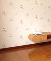 强化复合地板价钱很好,颜色也挺漂亮的,和我家家具很配。推荐~